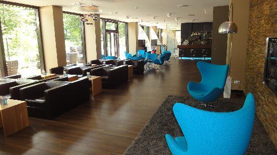 lobby foto van motel one hamburg alster hamburg. Black Bedroom Furniture Sets. Home Design Ideas