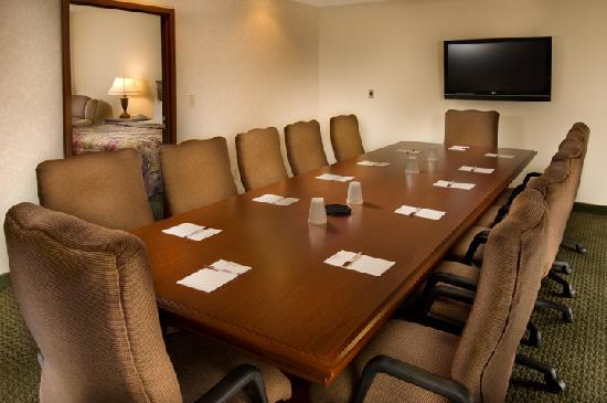 Drury Inn & Suites West Des Moines: Meeting Room with Bed