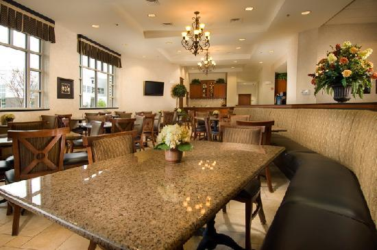Drury Inn & Suites West Des Moines: Breakfast Area