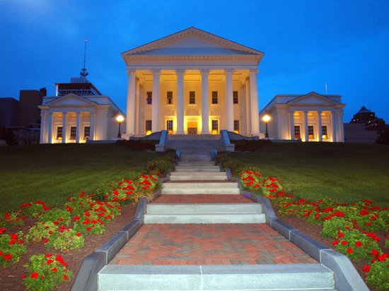 Commonwealth Park Suites Hotel: Virginia State Capitol Building