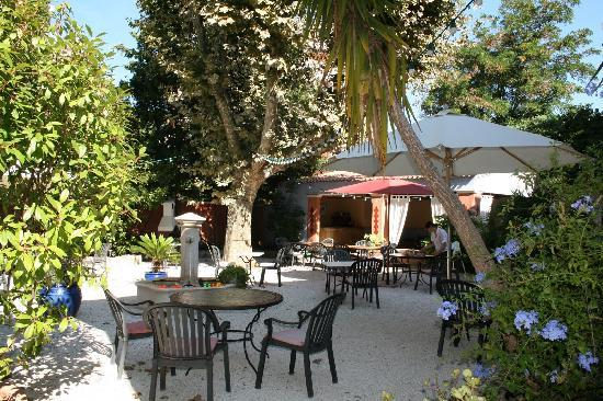 Jardin photo de hotel villa provencale cavalaire sur for Hotel villa jardin barrientos