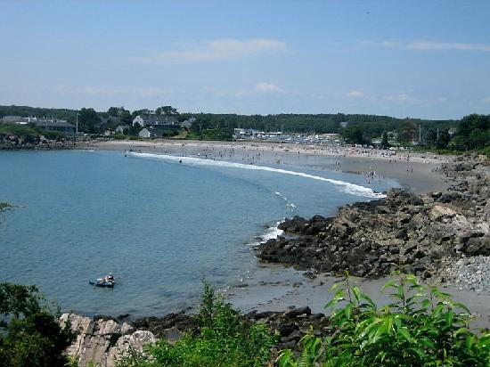 Inn at Tanglewood Hall: End of cliff walk by the Tanglewood - ends at York Harbor Beach