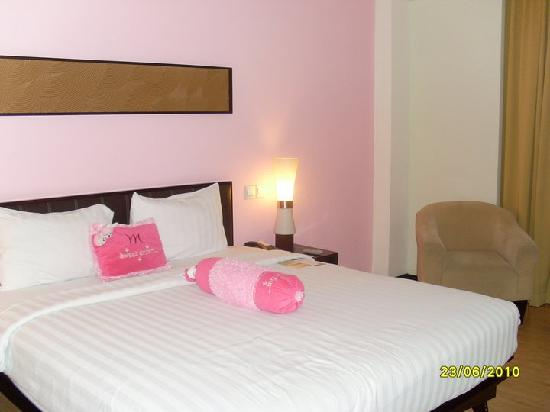 Mercure Surabaya: My pink room.