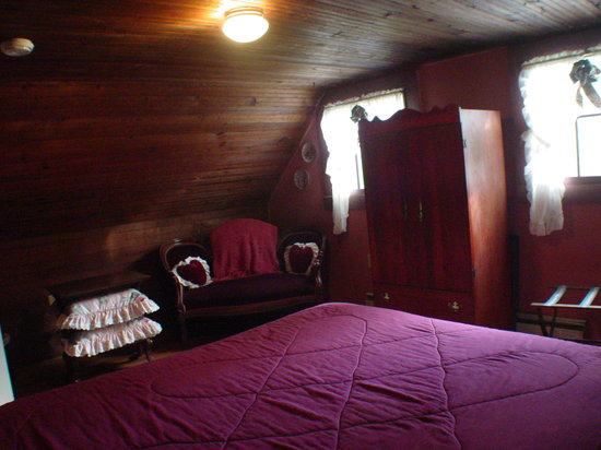 Ox-Ford Farm Bed &amp; Breakfast Inn: A typical bedroom