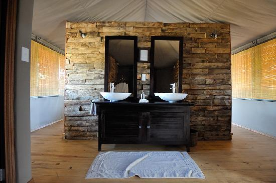Toka Leya Camp: The vanity area in the tent