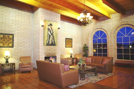 Sierra Suites: Warm and inviting Lobby