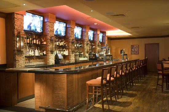 Holiday Inn Denver Lakewood : Sporting News Grill Bar 