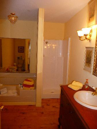 Elm Creek Bed &amp; Breakfast: Bathroom