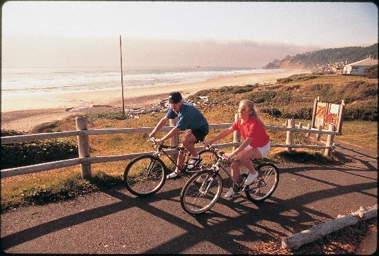 Lincoln City Family Biking in the Sun