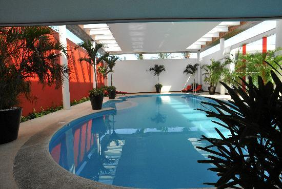 Emporio Veracruz: This is the roofed pool