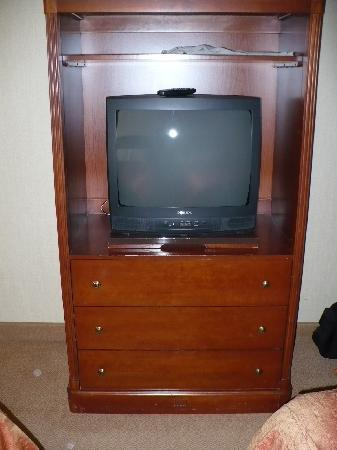 Homewood Suites by Hilton Columbia: Television & Drawers in bedroom