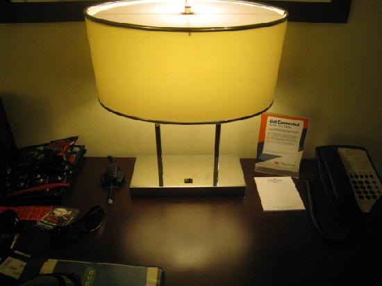 Pine Barn Inn: Very dim desk lamp - 23 watt EFC bulb