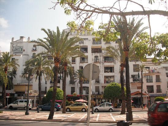 Puerto Jose Banus, Spanien: Exterior from the street