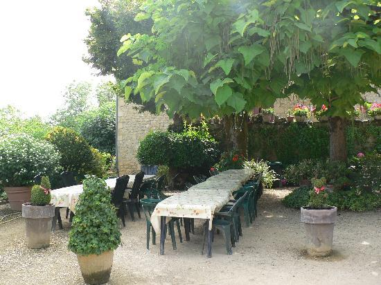 La Roque-Gageac, Francia: Outdoor Dining Area