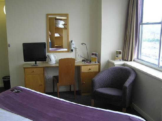 Premier Inn Glasgow City Centre - Charing Cross: Inside the room