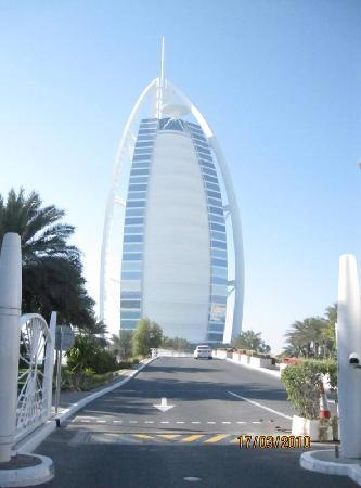 Famous hotel with helicopter pad picture of dubai for World famous hotel in dubai