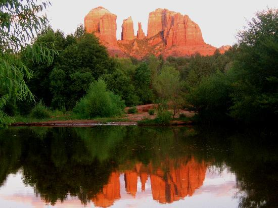 Sedona Cathedral Hideaway: You can capture this view after a 10 minute walk from SCH!