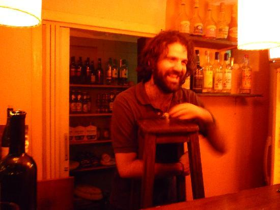 Pax Hostel: bartender drumming on the stool
