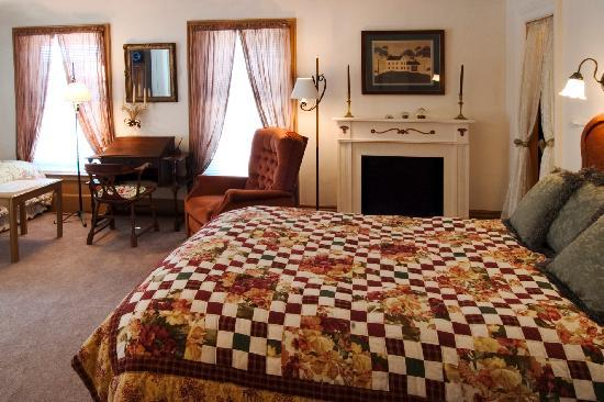The Gazebo Inn: The Cinnamon Silk Suite