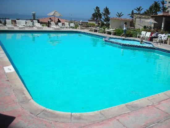 Rosarito Inn - One view of the pool & family jacuzzi. There's a separate adult-only jacuzzi too.