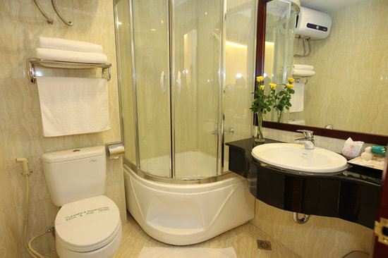 Hanoi Paradise Hangbac Hotel: Bathroom