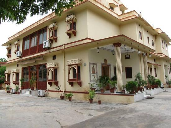Devi Niketan: Batiment principal