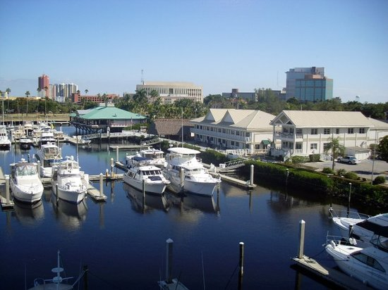 Legacy Harbour Hotel & Suites: View from Caloosahatchee River