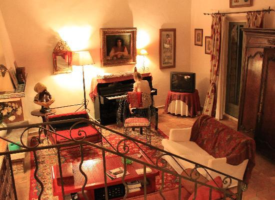 Living room picture of chambres d 39 hotes il monticello for Chambre hote ruoms
