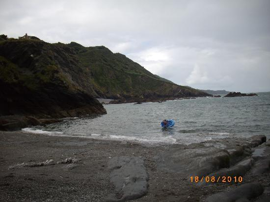 Ilfracombe, UK: BEACH IN FRONT OF THE HOTEL !!