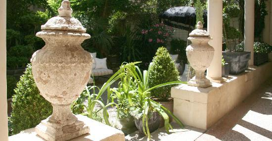 15 Grand Rue: Courtyard Garden