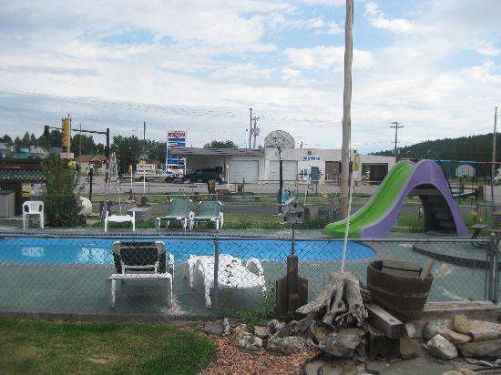 Americas Best Value Dakota Cowboy Inn: Pool