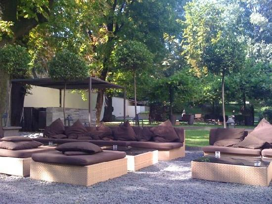 Bulgari Milano: Park with Lounge Area