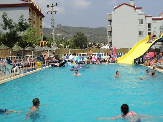 Armutalan, Turkey: Big Pool and slide - And NOT cloudy or dirty