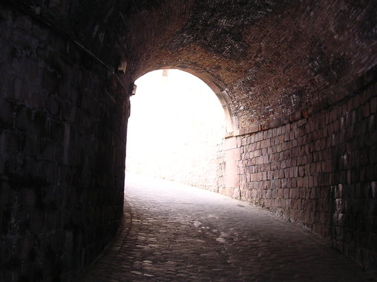 Barcellona, Spagna: Montjuic Fort - archway