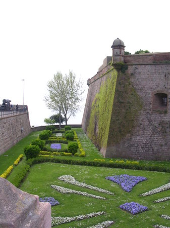 Barcellona, Spagna: Montjuic Fort - walls