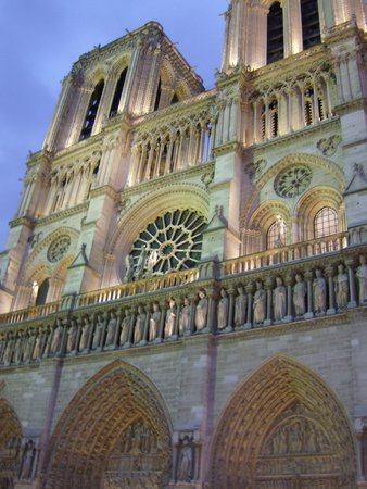 Hotel Abbatial Saint Germain: evening at Notre Dame