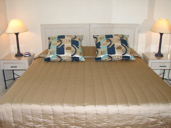 Palm Cove Tropic Apartments: King Size Beds