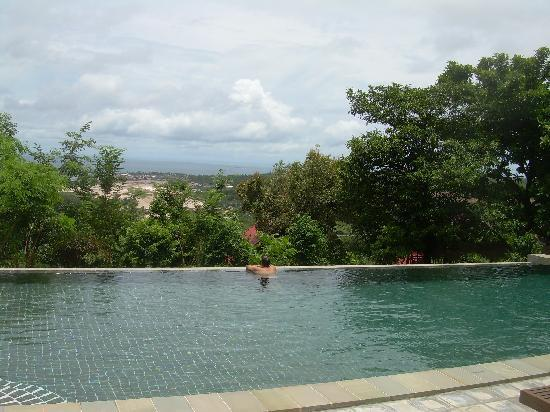 Pagoda Rocks Boutique Guesthouse: The infinity pool at Pagoda Rocks