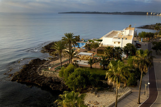 Photo of Hotel Atolon Cala Bona