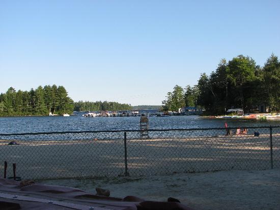Point Sebago Resort: beachfront 1