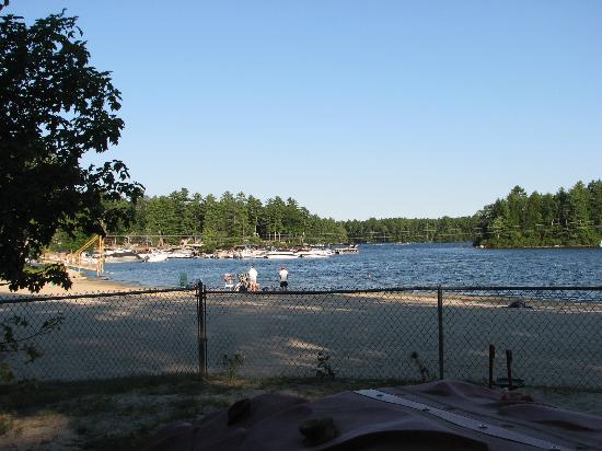 Point Sebago Resort: beachfront 2