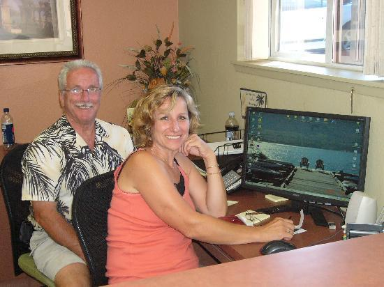 Osoyoos, Canada : carol and ron 