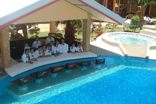 Welcome to our garden swimming pool bar picture of deep for Deep swimming pools for garden
