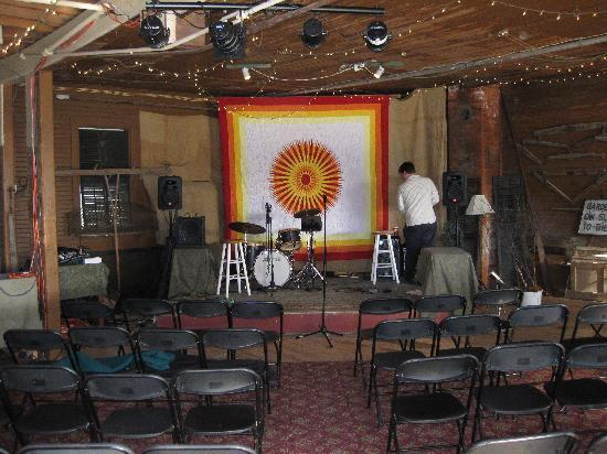 Blair Hill Inn: Setting up for the concert