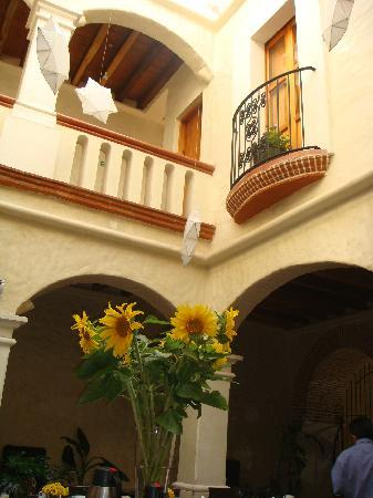 Casa Catrina: Great Atmosphere/Gorgeous Flowers
