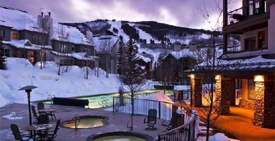 Highlands Lodge at Beaver Creek: Year-round outdoor pool and hot tubs