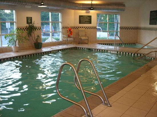 Country Inn & Suites Lake George: indoor pool