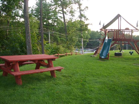 Country Inn & Suites Lake George: play area back of hotel