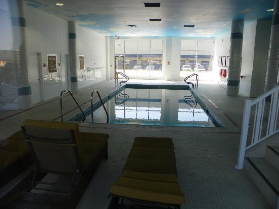 Four Points by Sheraton Calgary Airport: pool (not pictured -- the whirlpool up some steps)