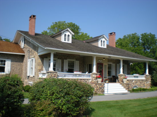 ‪1837 Cobblestone Cottage Bed and Breakfast‬